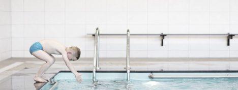 kind-springt-in-het-zwembad-joke